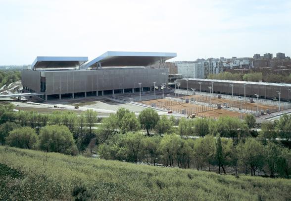 Uso de la piscina de la Caja Mágica para la práctica de natación de los niveles educativos de infantil y primaria de los centros educativos de San Fermín (distrito Usera).