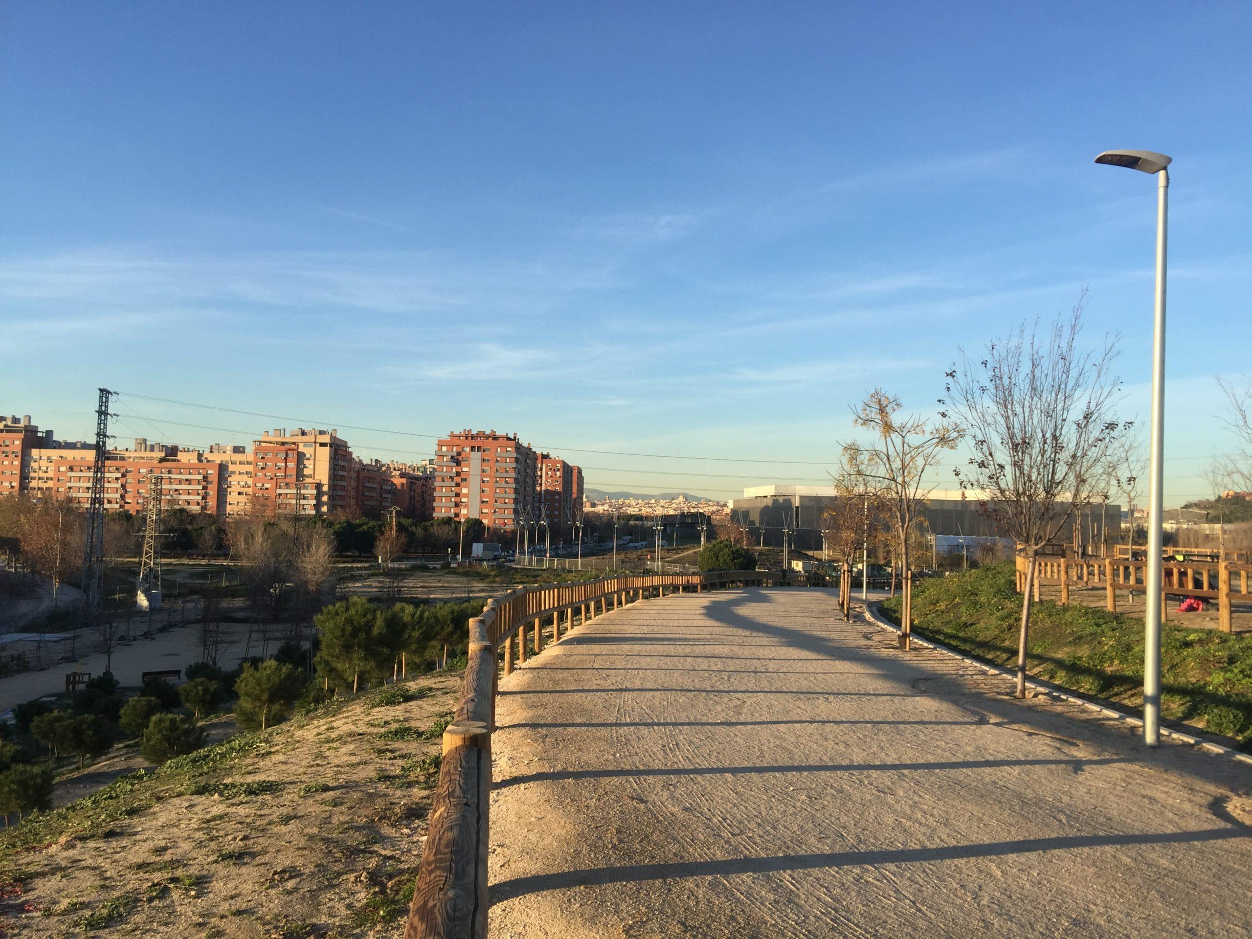 Diversas organizaciones de la sociedad civil madrileña, entre ellas la FRAVM, han iniciado una campaña contra el cierre de los parques.